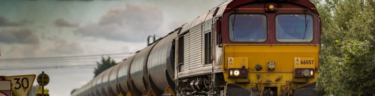 Железнодорожный транспорт на путях